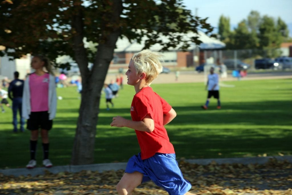 boy_running_kid_child_red_shirt_race_outdoor-926281
